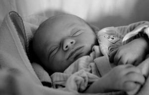 """Vous pensez que """"dormir comme un bébé"""" ça ressemble à ça? HAHAHA. Non."""